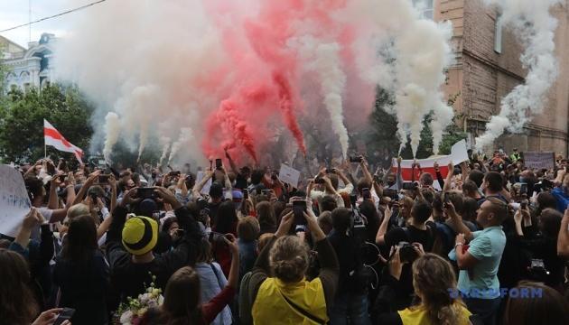 У Києві провели акцію на підтримку затриманих у Білорусі учасників мирних зібрань
