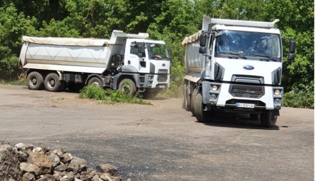 На Донеччині завершили ремонт дороги, що з'єднує три прифронтові селища