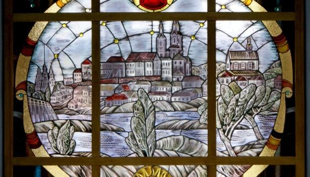 Експозиції вінницького музею доповнюють яскравими вітражами