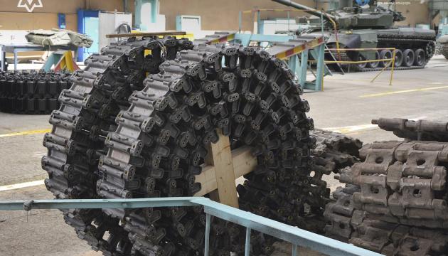 В Украине запустили серийное производство гусениц для БМП