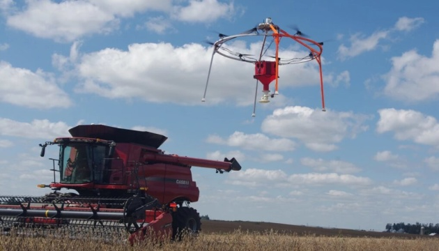 В США изобрели дрон, засевающий поле за восемь часов