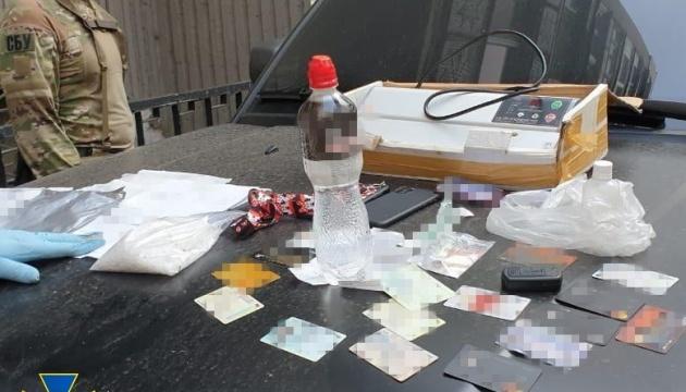 В Одессе блокировали контрабанду экстази в посылках с косметикой