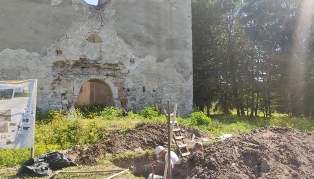 На Тернопільщині археологи знайшли три скелети XVII-XIX століть