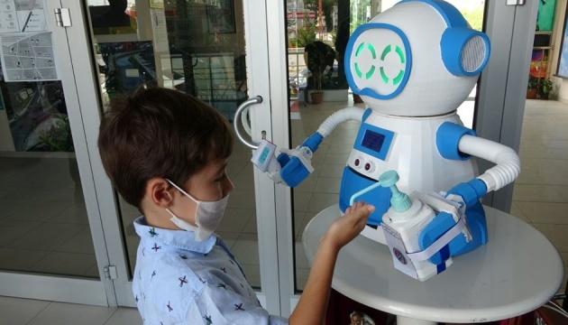 У Туреччині створили робота, що допомагає протидіяти поширенню COVID-19