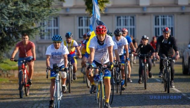 Почти 2 тысячи километров: в Ужгороде стартовал велопробег ветеранов войны
