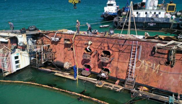 Авария Delfi: подъем танкера затрудняют погода и характер дна