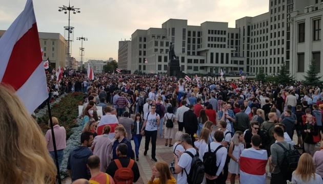 Уряд Білорусі збирає бюджетників на мітинги за Лукашенка - ЗМІ