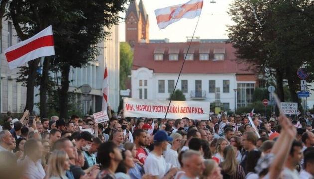 Протести у Білорусі: біля СІЗО в Мінську зібралися до 7 тисяч осіб