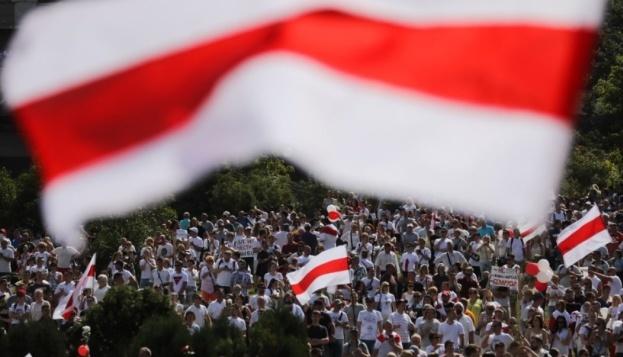 В беларусском Гродно государственное ТВ включило прямую трансляцию протестов