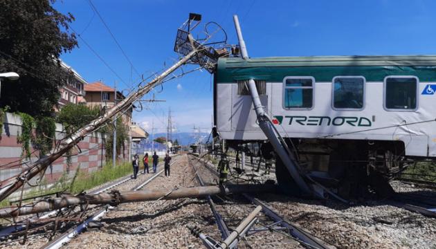 В Італії потяг зійшов із рейок, є постраждалі