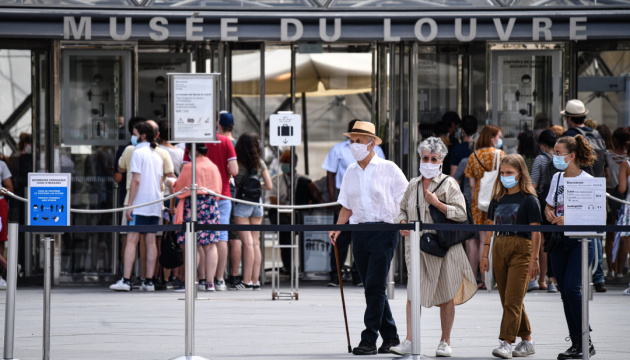Во Франции разрешили не носить маски на улицах