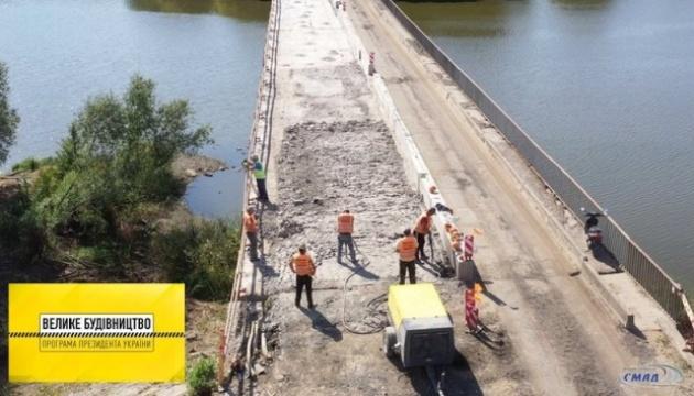 «Велике будівництво»: на Вінниччині ремонтують міст на дорозі місцевого значення