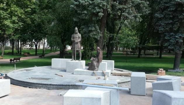 Гостей черниговского Вала будут встречать новые скульптуры