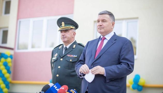 Аваков хоче майже втричі скоротити терміни охорони виборчих дільниць