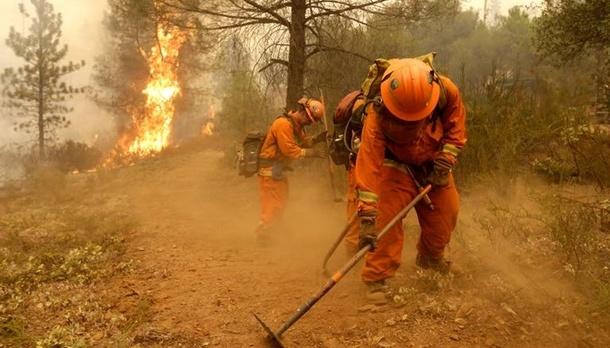 У Каліфорнії через лісові пожежі евакуюють понад 110 тисяч осіб