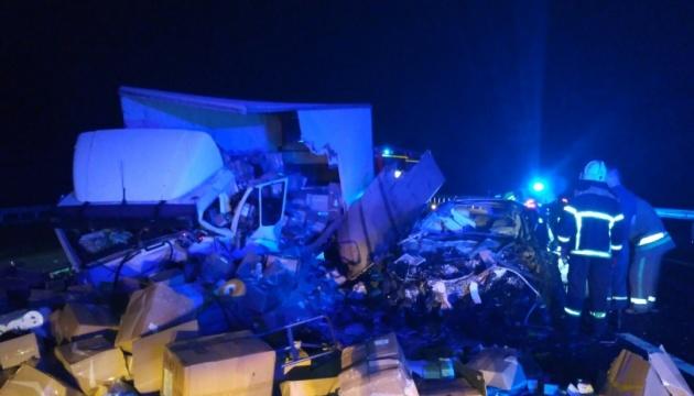 На Полтавщині зіткнулися Volvo і MAN, серед загиблих - двоє дітей