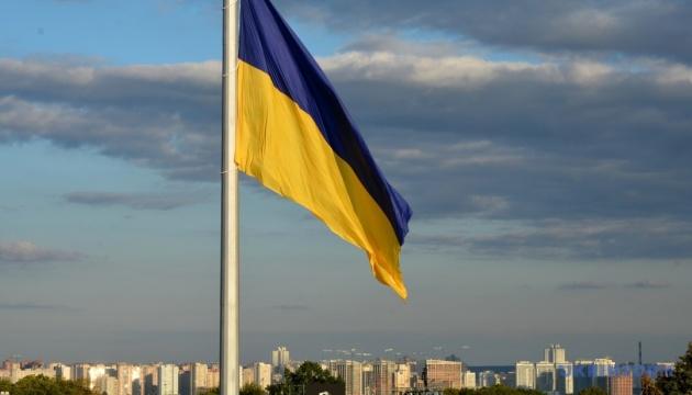 В Киеве подняли самый большой государственный флаг Украины