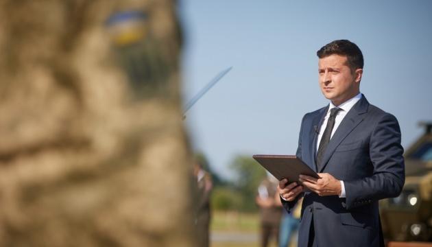 """Президент вручив """"Золоту Зірку"""" сестрі загиблого на Донбасі сержанта"""