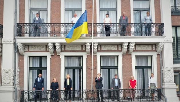 Посол України в Нідерландах урочисто підняв український прапор