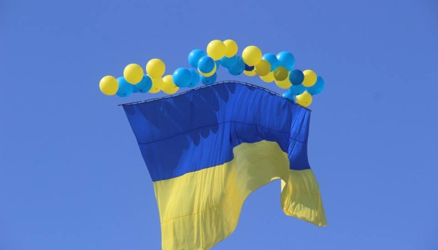 Активісти запустили український прапор у небо над окупованим Донбасом