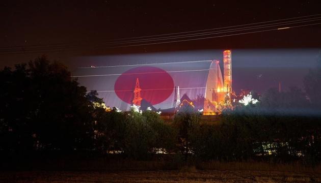 チョルノービリ立入制限区域にて光で国旗を映すインスタレーション開催