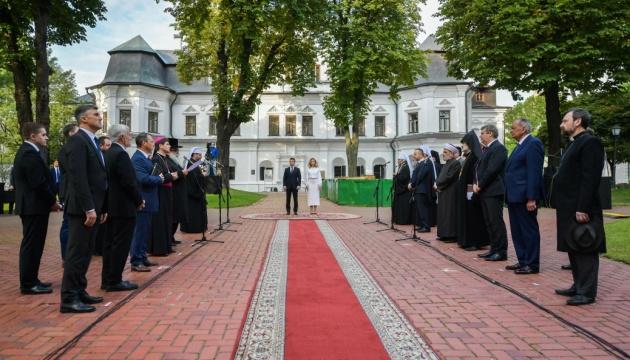 Зеленский с супругой утром помолились за мир в Украине