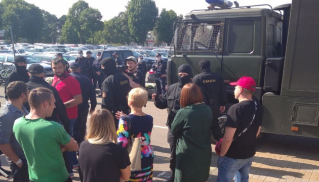 У Мінську ОМОН затримав двох членів Координаційної ради