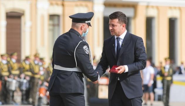 Президент присвоил звание Героя Украины трем гражданам