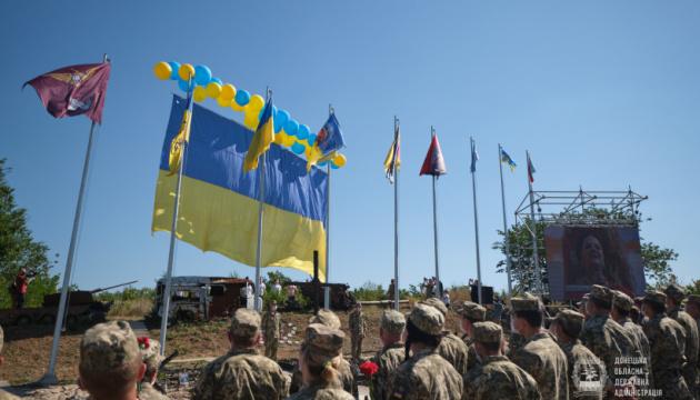 У небо над окупованим Донецьком разом із прапором відправили 5 тисяч вітальних листівок