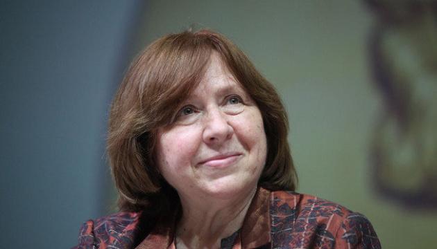 Нобелівську лауреатку Алексієвич викликали до Слідкому Білорусі