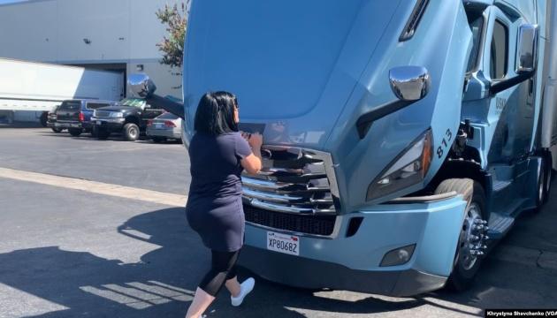Підбори та бита про всяк випадок: українка зі США розповіла про роботу водійкою вантажівки