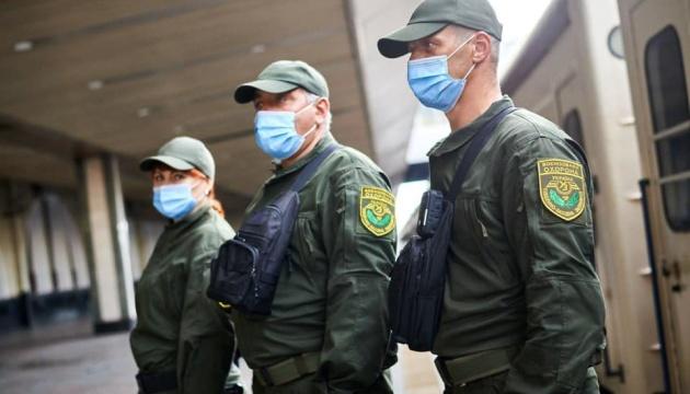 Военизированная охрана появилась в десяти поездах Укрзализныци