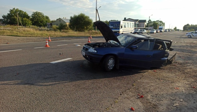 На Львівщині BMW в'їхав у Opel, загинув 10-річний хлопчик