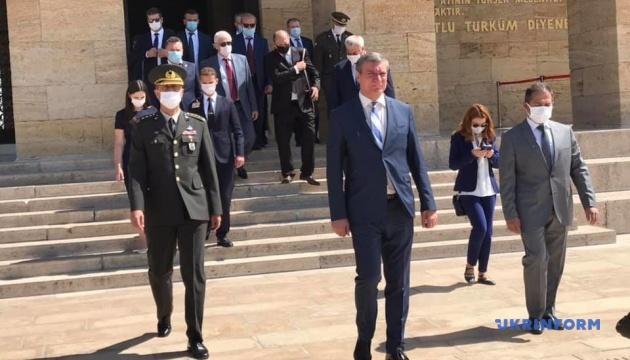 Українська делегація на чолі з Уруським прибула до Туреччини