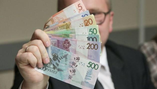 Белорусский рубль резко девальвировал на фоне протестов - СМИ