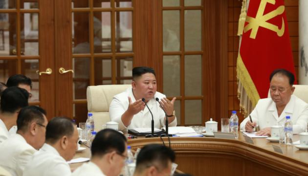 Фото Кім Чен Ина з'явилися у пресі КНДР на тлі чуток про його хворобу