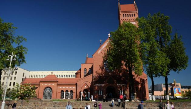 Католики Білорусі висловили протест щодо дій ОМОНу, який заблокував людей у Червоному костьолі