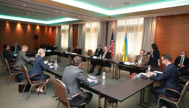 Biegun meets with activists, journalists in Kyiv