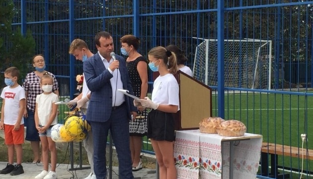 На Вінниччині школа в глибинці отримала мультифункціональний спортивний  майданчик