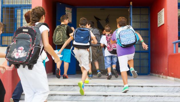 """Франківськ попри """"червону"""" зону з понеділка відкриває школи"""