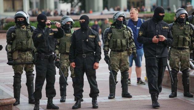 ЗМІ повідомляють про масові затримання журналістів у Мінську — МВС Білорусі заперечує