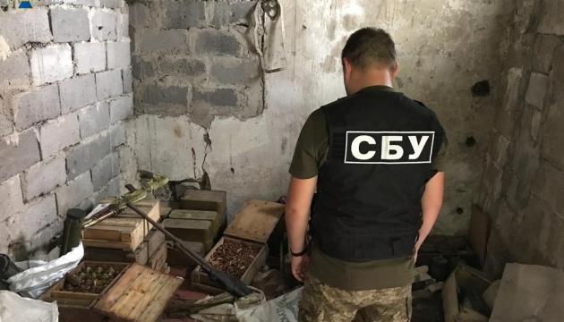 В Донецкой области СБУ на заброшенной ферме обнаружила боеприпасы и оружие