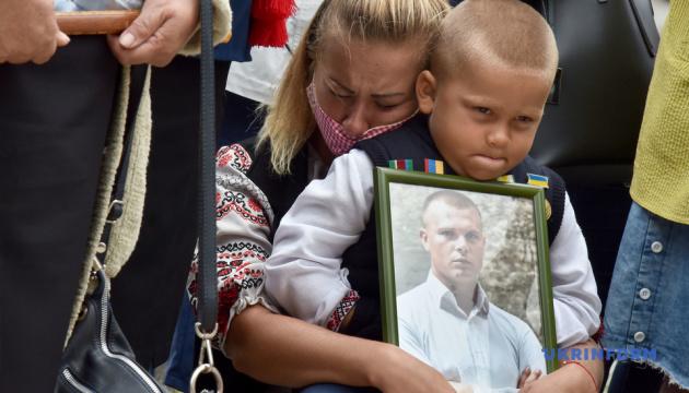Сім'ї загиблих під Іловайськом та Дебальцевим військових пікетували посольство РФ у Києві