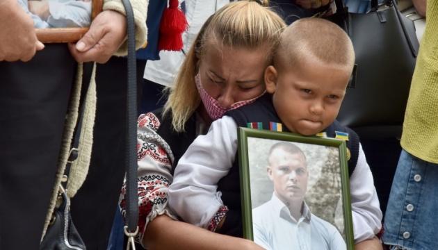 Manifestación de familias de los caídos en batallas por Ilovaisk y Debaltseve cerca de la Embajada rusa