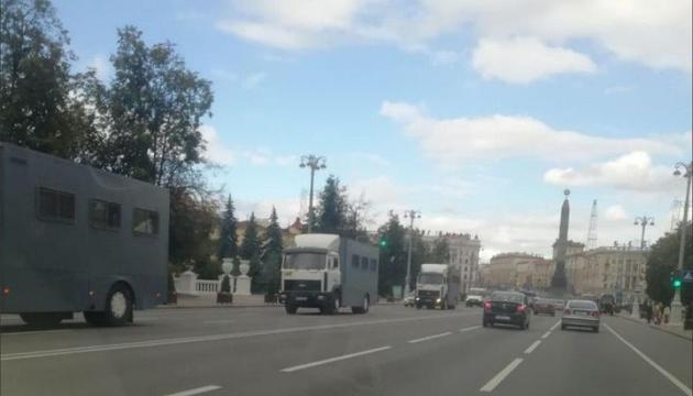 У центрі Мінська знову помітили автозаки і військову техніку