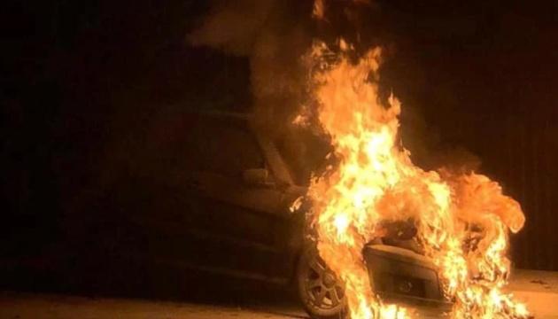 Поджог авто Лероса: адвокаты просят допросить бизнесмена Комарницкого