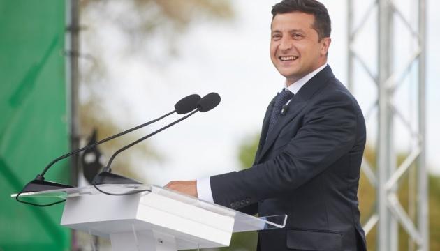 Pomysł Zełenskiego na głosowanie w dniu wyborów pozytywnie ocenia 43% Ukraińców