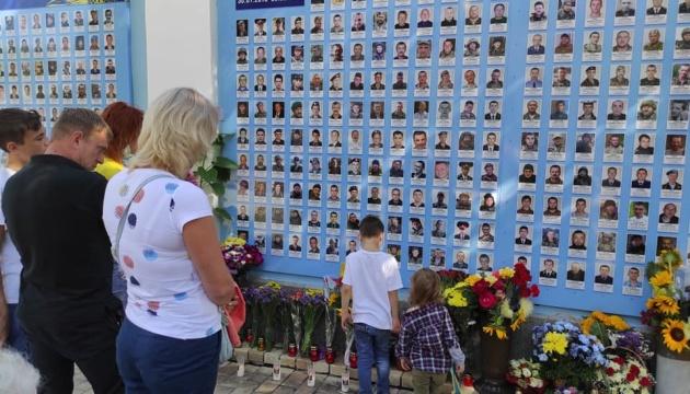 Біля Михайлівського Золотоверхого вшановують пам'ять загиблих героїв