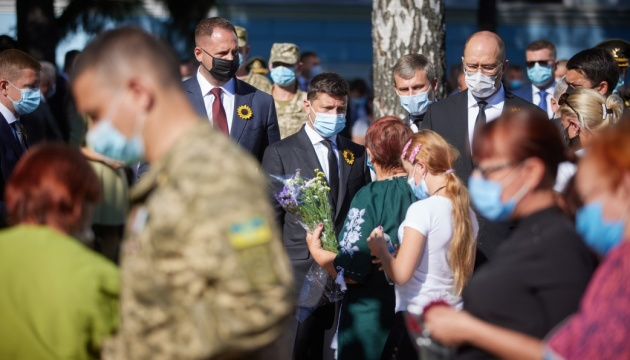 Зеленський взяв участь у заходах зі вшанування пам'яті загиблих героїв України