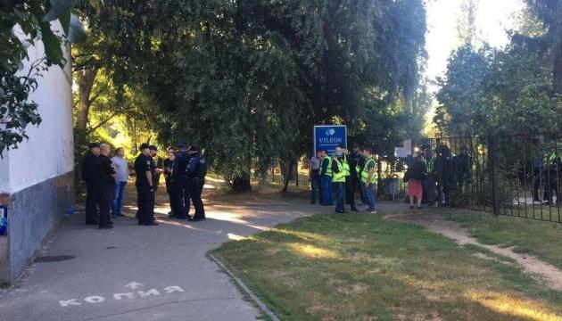 Суд Харкова арештував першого з 14 підозрюваних у нападі на автобус